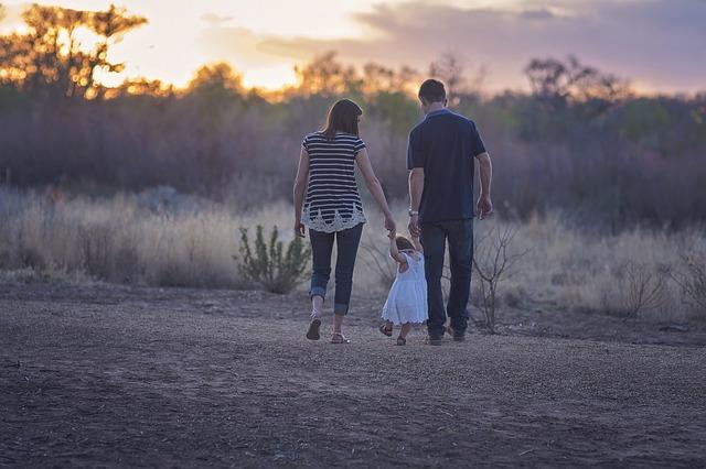 rodiče na procházce